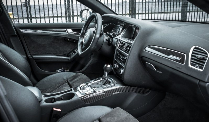 Audi RS4 Avant Quattro S-TR full