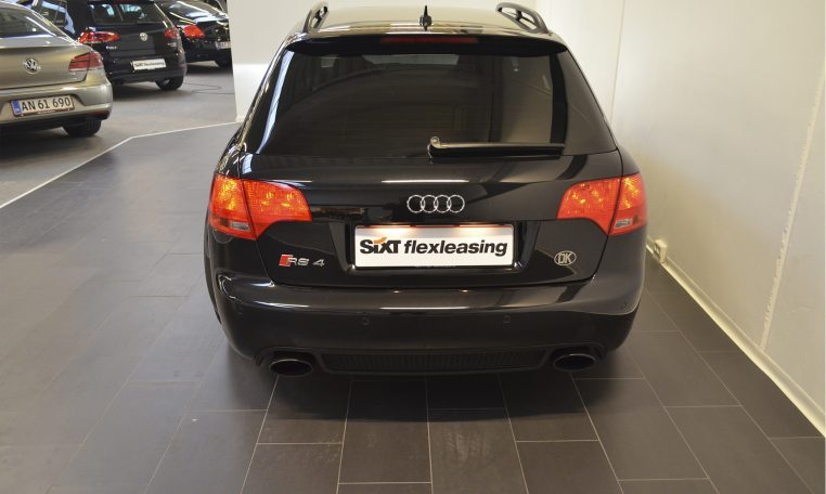Audi RS4 4.2 Avant Quattro Black Edition full